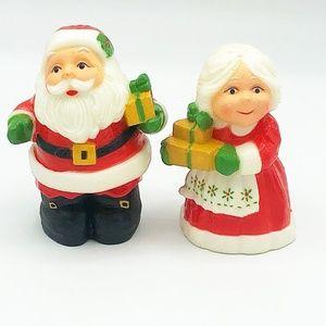 Vintage Santa and Mrs Claus Hallmark Salt & Pepper